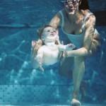 La piscine pour bébé : quand peut-il à apprendre à nager ?