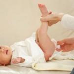 Les lingettes bébés seraient-elles dangereuses ?